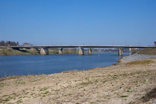 99. Maasbrug