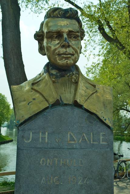 7. van Dale*