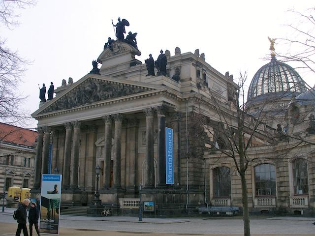 32. Museum