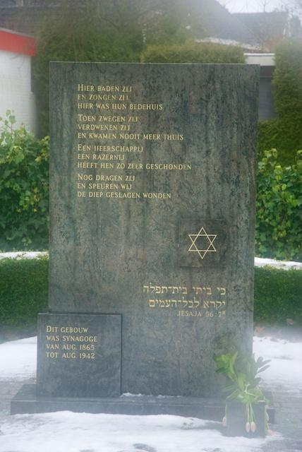 77. Gedenksteen