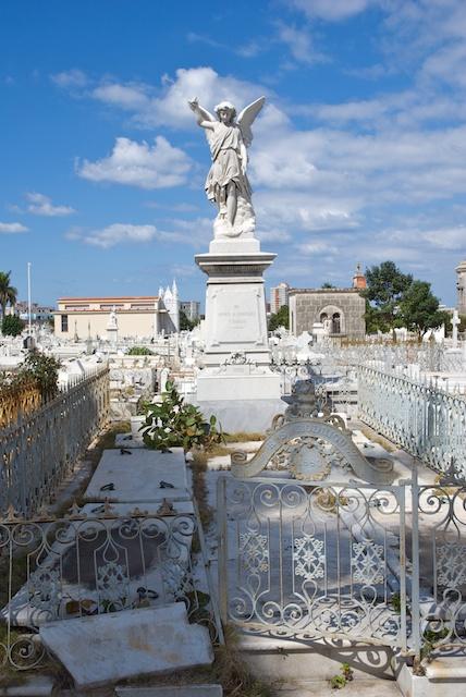 043. Cementerio