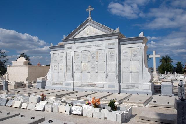049. Cementerio