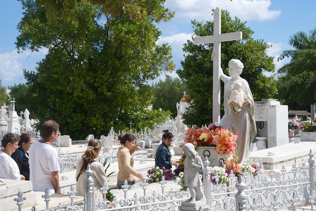 051. Cementerio