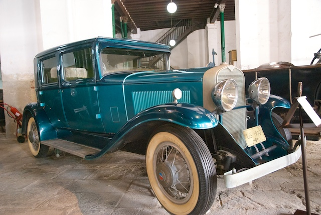 524. Oude auto