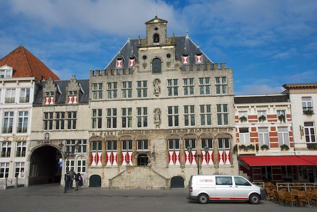 7. Stadhuis