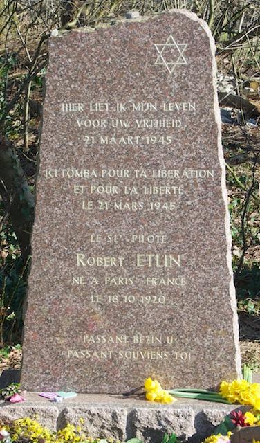 44. Detail monument