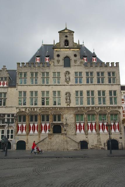68. Stadhuis