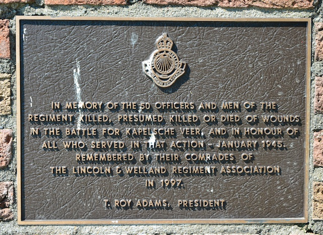 18. Detail monument