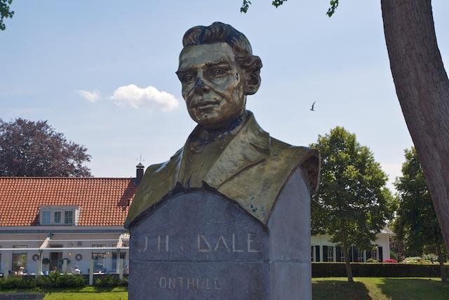 9. Van Dale