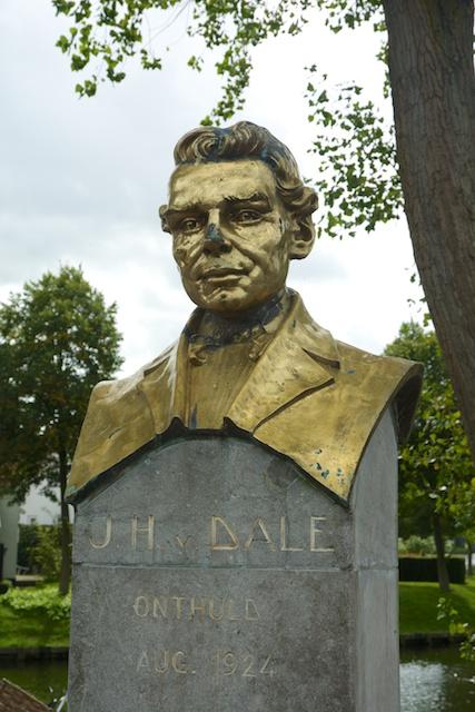 12. Van Dale