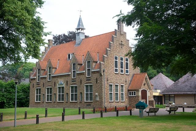 21. Gemeentehuis