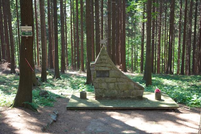 365. Monument