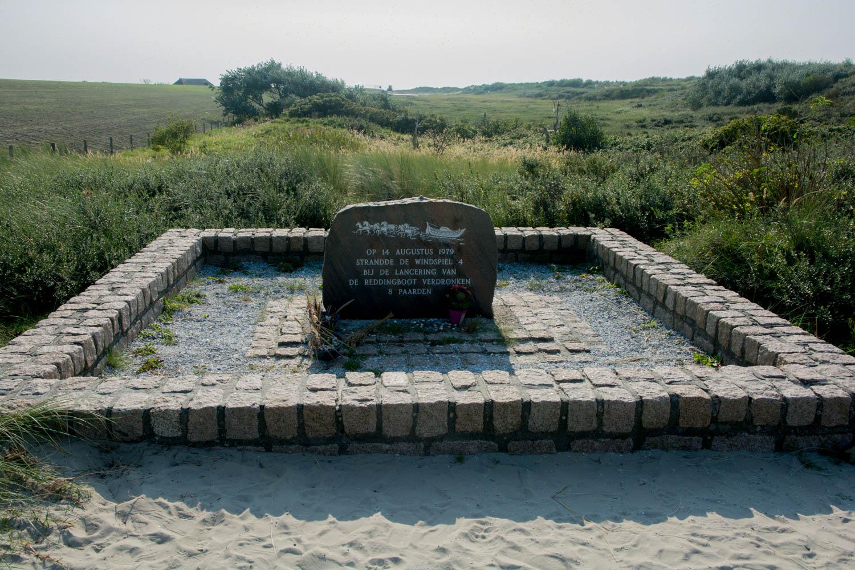 64-monument