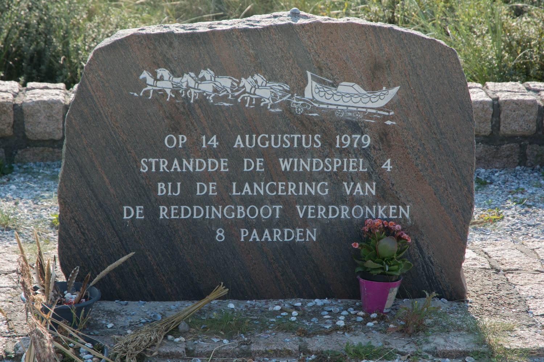 65-monument