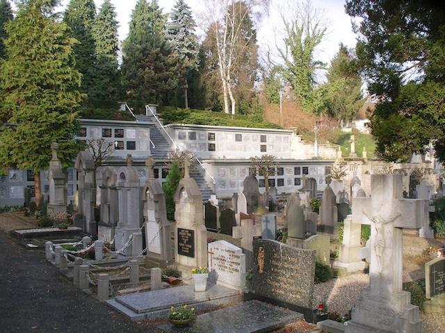 11. Begraafplaats