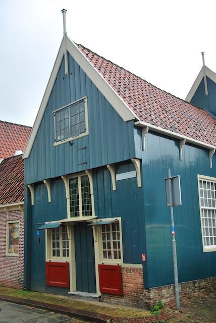 64. Houten huis